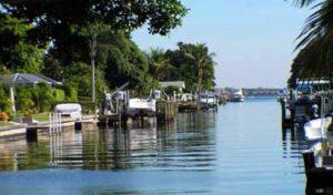 Naples, Florida canal living boating - naplesbonitamarco.com